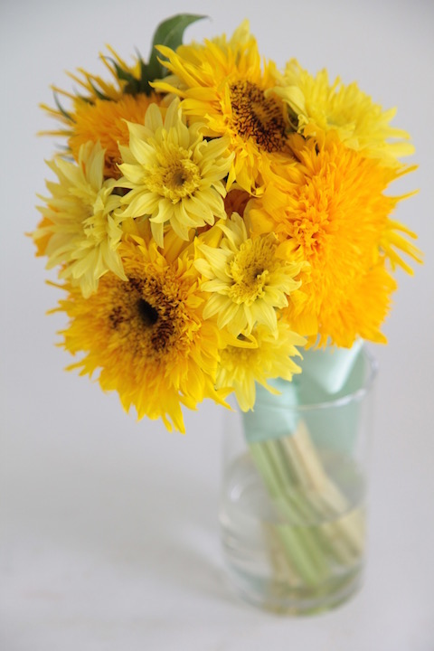 Что означают желтые цветы в подарок 15