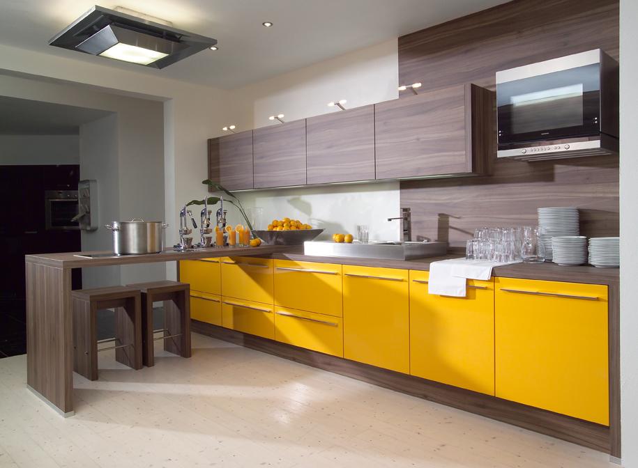 Кухня в желто коричневых тонах фото
