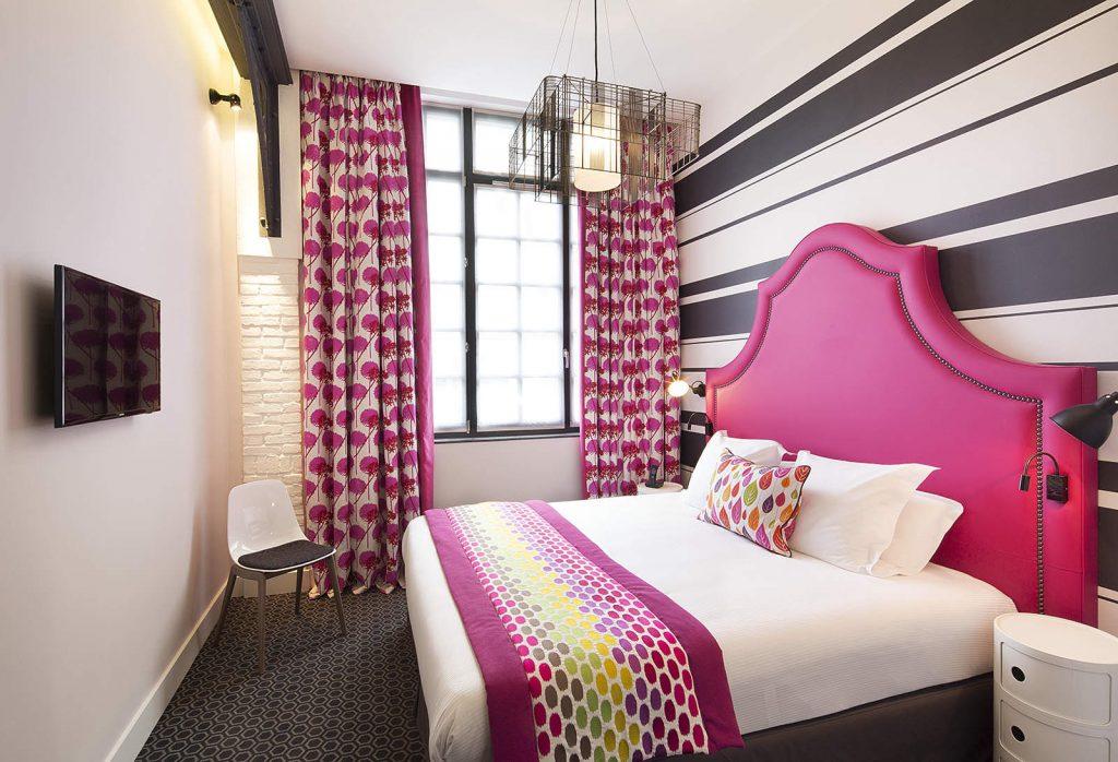 Apabila Menghias Bilik Tidur Berwarna Merah Jambu Dinding Haruslah Lat Dan Perabot Dalam Warna Cahaya Boleh Putih Langsir Bedspreads
