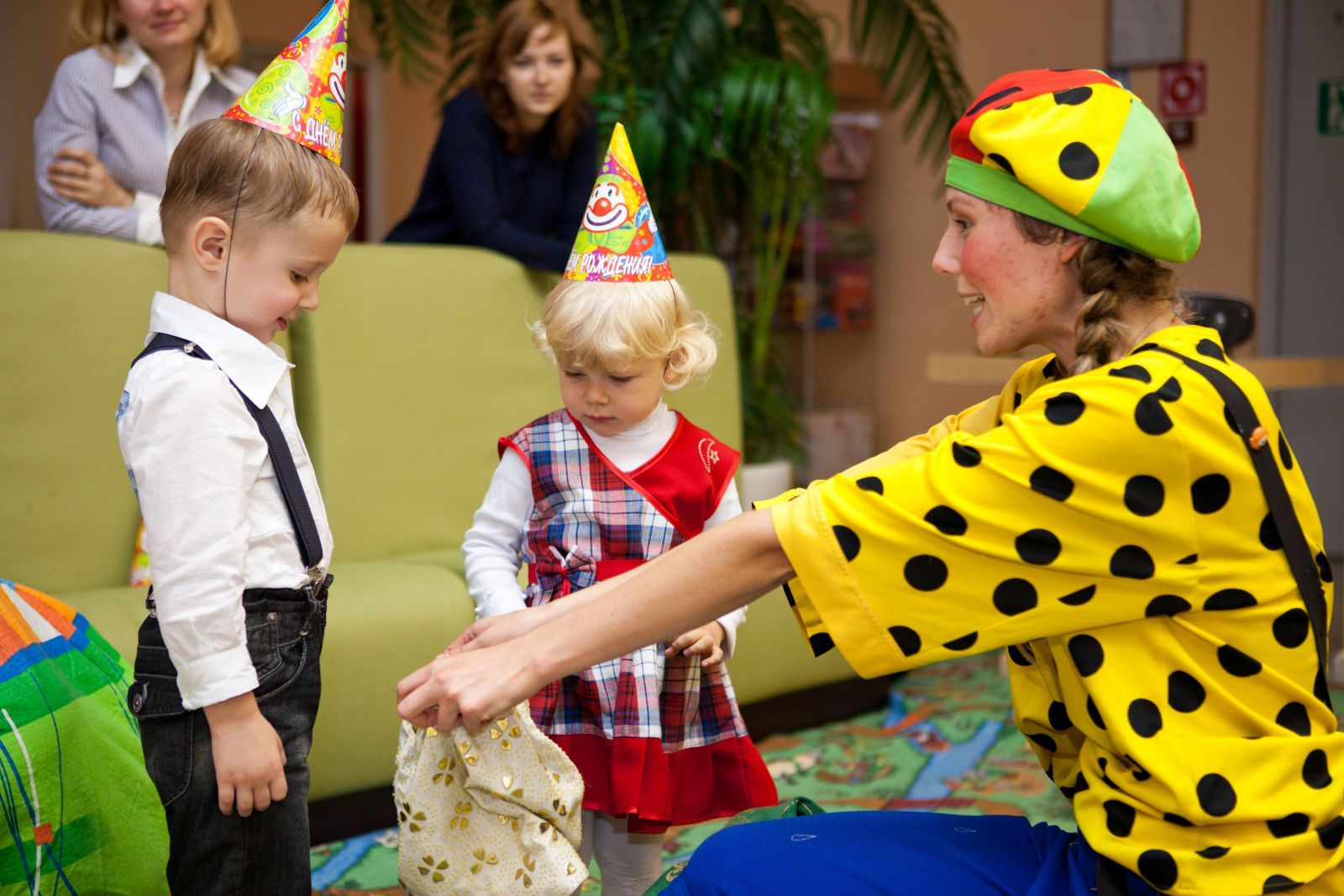 Bir doğum günü için masaya nasıl yatılır, böylece tatil uzun bir süre hatırlanacak