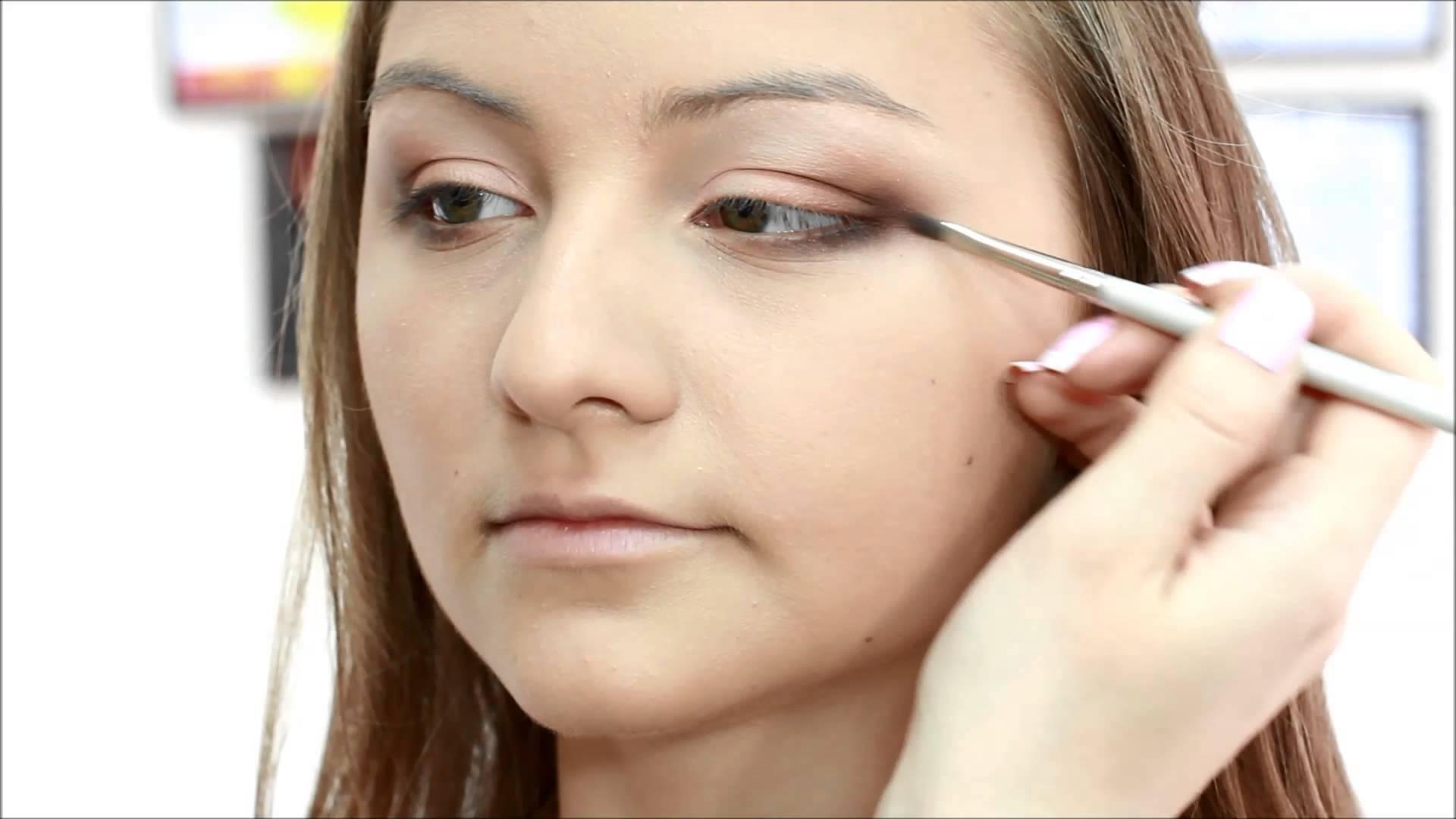 Çıkıntılı göz kapağı - düzeltme ve makyaj